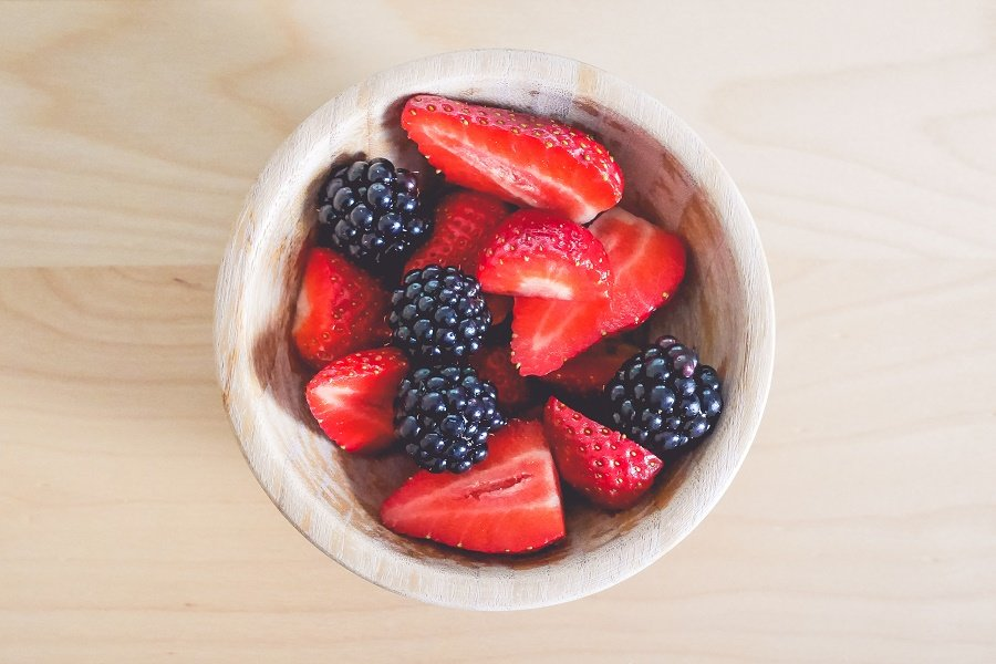 Strawberries and Blackberries by picjumbo (Original: 4000 x 2669 )